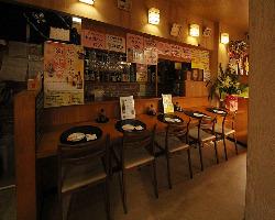 店内にはカウンター、テーブル、個室のご用意もございます。