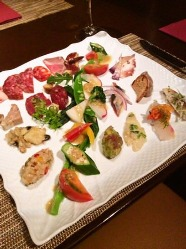 「前菜の盛り合わせ」 前菜から独創的なお料理を提案します
