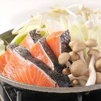 鮭と野菜を豪快に蒸し焼きにする北海道の漁師町の名物料理。