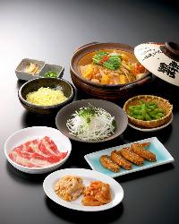 名古屋名物「赤から鍋」 みんなでワイワイ食べよう。