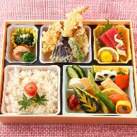 座敷のテーブル席や個室を完備!法事、宴会に!