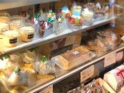 【デザートも充実♪】 パティシエ手作りのケーキがずらり!