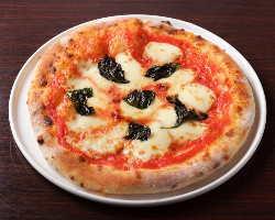 溶けたチーズが美味しいナポリピッツァの代表格『マルゲリータ』