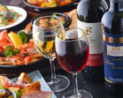 厳選ワインに合うお料理を考えております!