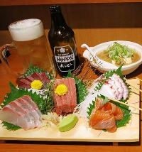 お酒のおともに新鮮魚介を取り揃えております。