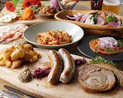 新鮮野菜に魚、肉、パスタやリゾットなどボリューム満点のコース