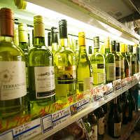 世界各国から厳選したワインを各種豊富に取り揃えております