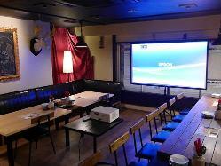 大型スクリーンやマイクなどパーティーを盛り上げる設備も充実!