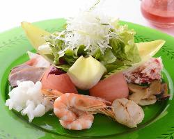 海の幸のサラダ 季節のフルーツドレッシング