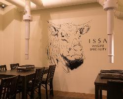牛のイラストが印象的なオシャレな店内は50名様までご利用OK