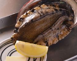 真鶴の朝どれ活あわびはとても柔らかく肉厚でジューシーな味わい