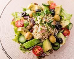 恵比寿女子に大人気!10種類以上の野菜を使用したサラダそうめん