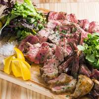 ■絶品のお料理■ 当店名物の「塊肉」。日替わりでご提供♪