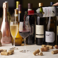 お料理に合わせて揃えた厳選ワインは30種以上!