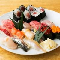 お寿司メニューも大人気。鮮度抜群の職人のにぎりを味わう