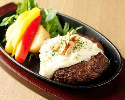 【黒毛和牛100%】 肉汁溢れる絶品ハンバーグも人気の逸品