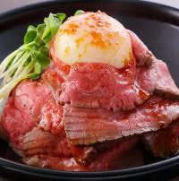 農家自慢のお肉を使ってじっくりと焼き上げたローストビーフ
