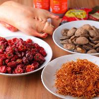 四川唐辛子や中国山椒など本場中国産のスパイスを使用してます。