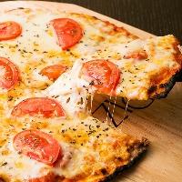 チーズが旨い!こだわりの焼きたてPizza♪選べるトッピング!