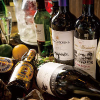 厳選したワインの品揃えは時に優しく、時に力強い飲み心地