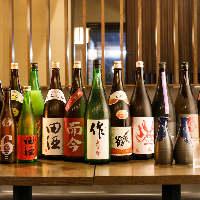 全国の地酒50種。日本酒との相性抜群の鶏料理。
