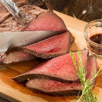 程よくオーブンで火入れされた柔らかなお肉を贅沢に頬張る♪