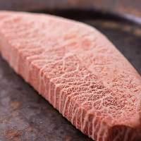 厳選肉のお刺身・A5和牛の炭焼き・A5和牛のしゃぶしゃぶを堪能