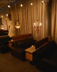 窓際の2名席はカップルに大人気!!デートの雰囲気が一段とUP♪