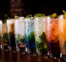 カクテルは100種類以上!!お飲み物にあうお料理にも注目。