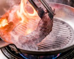 【肉料理】 絶妙な焼き加減で旨味を凝縮!『肉盛り』は必食です