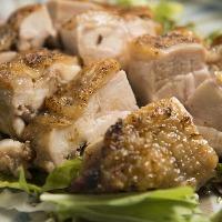 薩摩芋を食べて育った鶏のもも肉。肉質が良く、旨味が多い♪