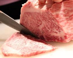 お肉は全て包丁で切るこだわり!!