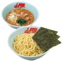 醤油つけ麺 スープの酸味が決め手の特製つけ麺。