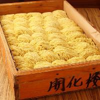 麺通から高い評価を得る製麺所「浅草開化楼」の中細麺を使用