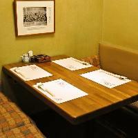2~4名様用のテーブル個室。ビジネスパートナーとの場に。