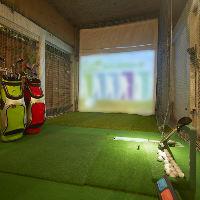 シミュレーションゴルフが楽しめる大人の秘密基地のような空間