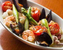 季節野菜と魚介の煮込