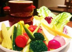 新鮮野菜のバーニャカウダ ソースが決め手!