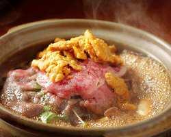 国産和牛とウニの極上コラボ!!食べるものを魅了する贅沢すき焼き