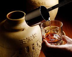 紹興酒も豊富にご用意。熟成度の異なるものを飲み比べる楽しみも