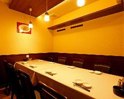 コンパクトで使いやすい10名様用の個室は宴会や忘新年会に最適