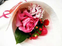ご家族のお祝い等にも◎花束や似顔絵の特典付コースも大好評!