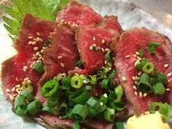 新鮮肉刺しやお酒もすすむ逸品料理も充実!