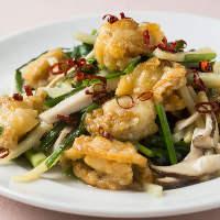 絶妙の火加減で炒めた新鮮野菜と魚介は素材の美味しさが引き立つ
