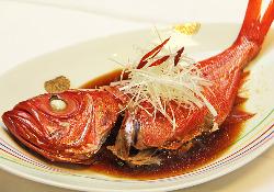 銚子港直送の金目鯛の煮つけ 脂がのっていておいしいです。