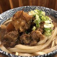 近江黒毛和牛スジ煮はうどん&丼にしてシメでも大人気