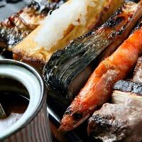 うお串は丁寧に下処理された魚介類を炭火でじっくり焼いた逸品。