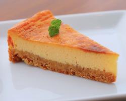 テイクアウトも可能な「チーズケーキ」は店主の奥様の手作り。
