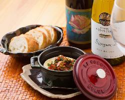 店主がセレクトするのは「食事に寄り添うような」自然派ワイン。