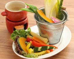 新鮮な野菜を アンチョビソースで♪